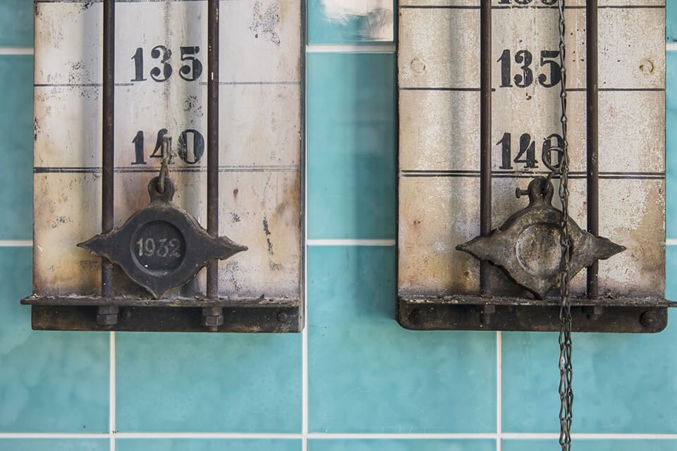 Messtechnik im Sudhaus, Originale aus dem Jahr 1931 die heute noch im alten Sudhaus zu sehen sind.