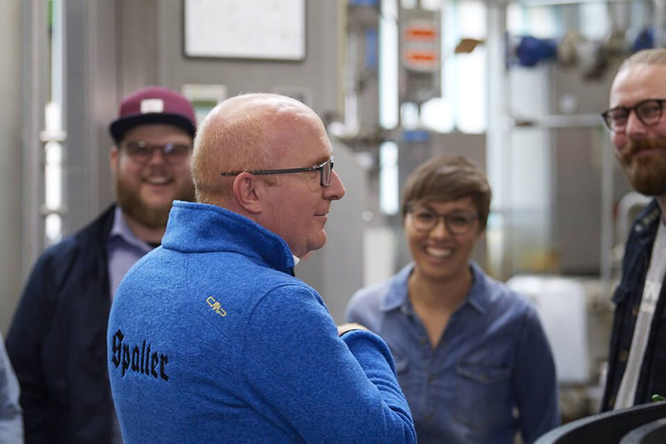 Brauereiführung: Bei einer Brauereiführung kann man den Brauprozess hautnah erleben und den Brauern beim Bier brauen über die Schulter schauen.