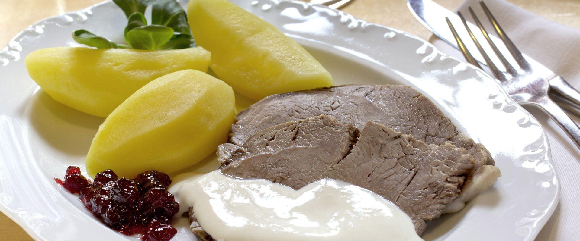 Traditionelle bayerische Küche wie Ochsenbrust mit Salzkartoffeln: Dazu passt ein Spalter Bier!